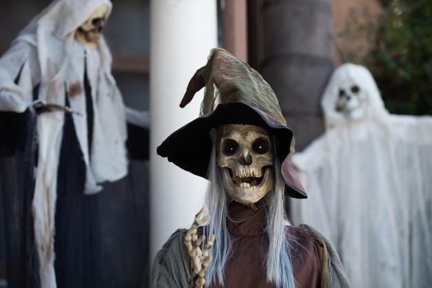 Декор дома helloween. ужас зомби. концепция хэллоуина.
