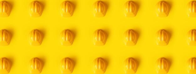 黄色の上のヘルメットパターン