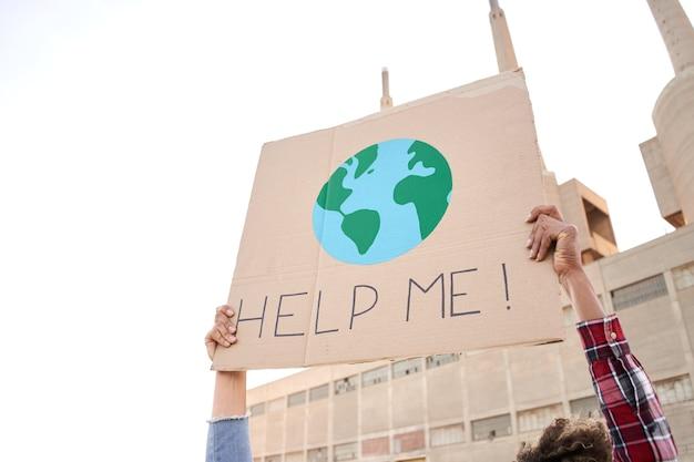 気候変動に対する街頭抗議者の主張をポスターにするのを手伝ってください