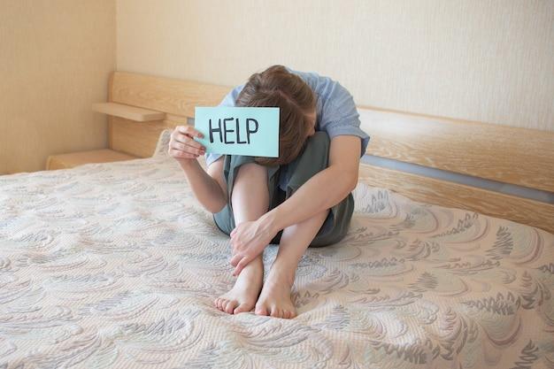 여성 폭력 개념 인권 침해가 여성 중독자와 알코올 중독에 대한 폭력을 막도록 도와주세요