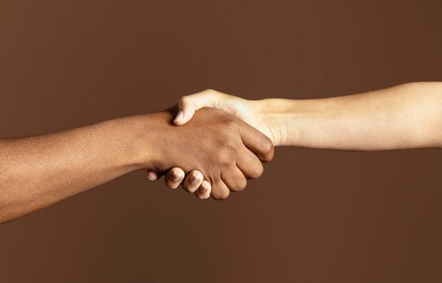Aiutandosi reciprocamente