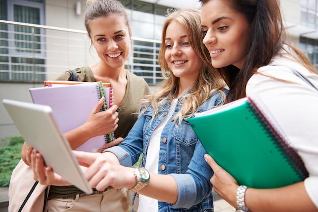 Помогая друзьям в образовании