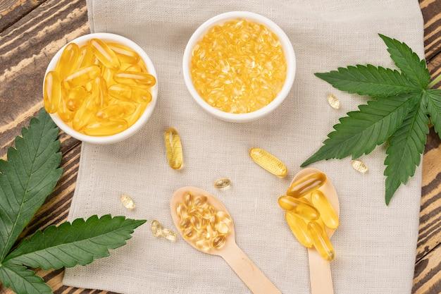 ヘンプオイルと葉の丸薬。代替医療の概念。健康のための医療大麻油