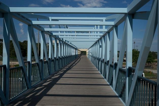 ミネソタ州ミネアポリスのhennepin郡のirene hixon whitney bridge