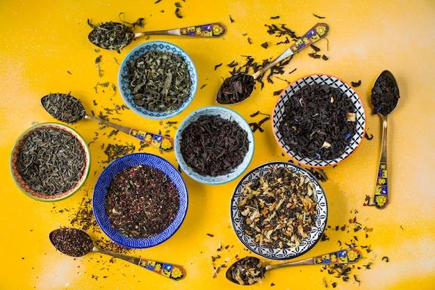 ハーブと天然のドライティーセット、お茶とヴィンテージスプーンのバリエーション