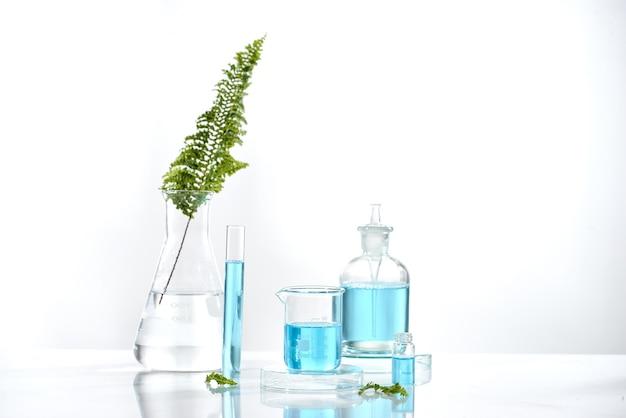 약초 천연 유기 및 과학 유리, 연구 개발 개념.