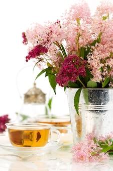Травяной чай и цветы