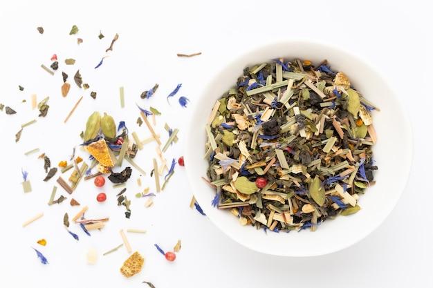 Травяной чай. фрукты и травы, чай, куркума, имбирь вид сверху.
