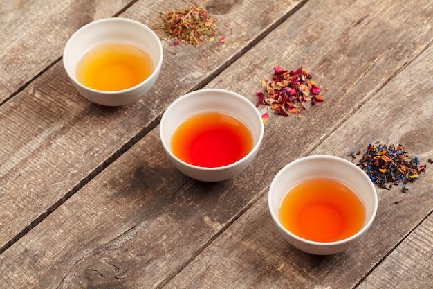 Травяной чай в чашках