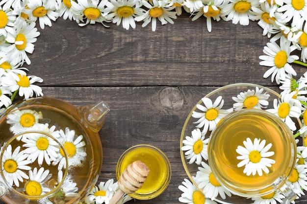 カモミールの花と蜂蜜とハーブティー