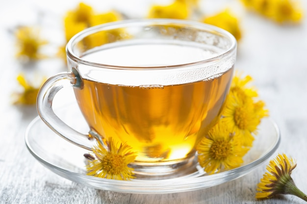 Травяной чай с цветами мать-и-мачехи