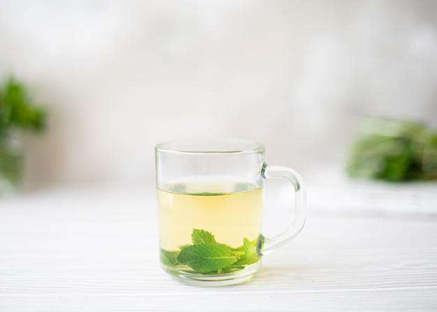 Травяной чай с мятой, тимьяном, шалфеем
