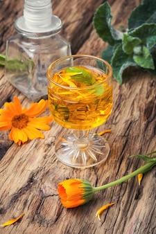 Herbal tincture with calendula