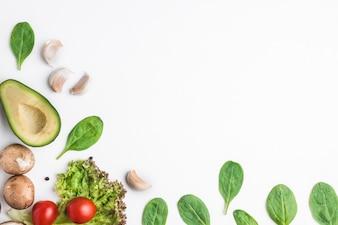 ハーブと野菜、白い背景