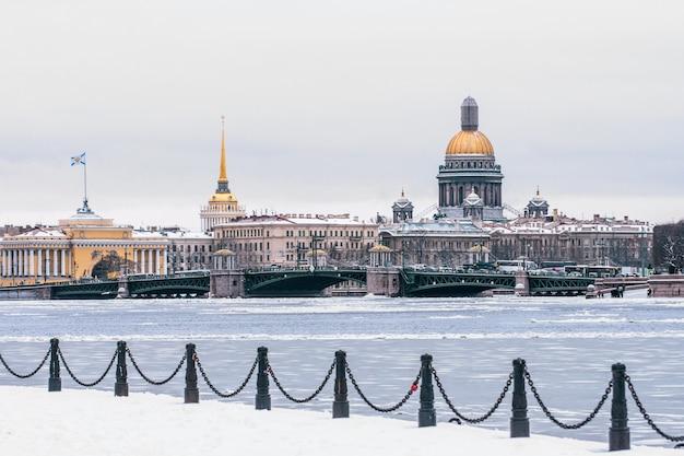 Эрмитаж, исаакиевский собор, адмиралтейство санкт-петербург зимой.