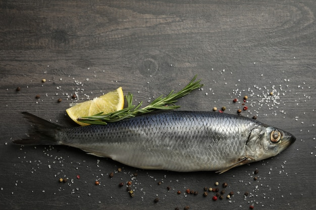 Рыба сельдь и специи на сером деревянном