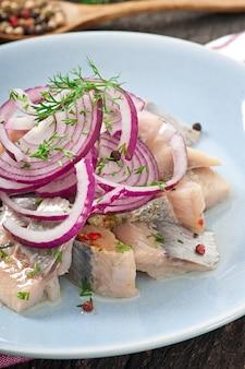 Салат из сельди с луком