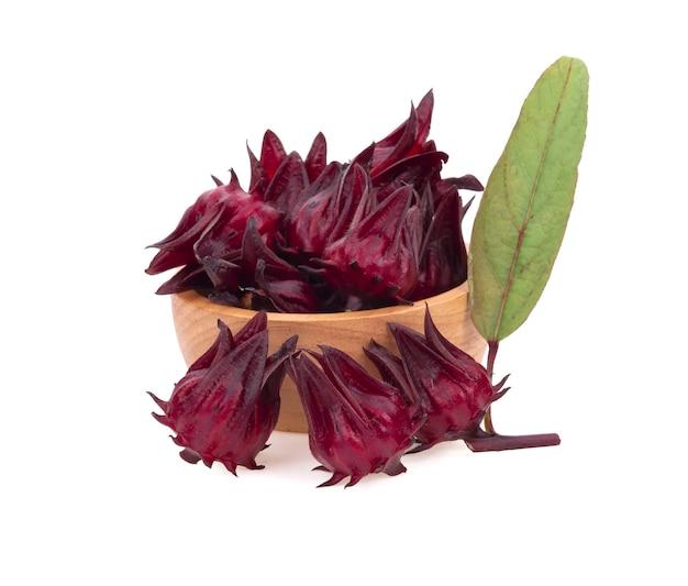 Гибискус sabdariffa или плоды розели на белом