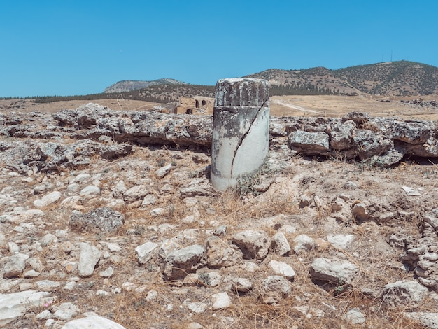 Руины города иераполис в турции в памуккале