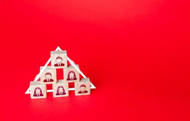 계층적 피라미드 개념 사회 또는 비즈니스 순위 시스템 상사 및 부하