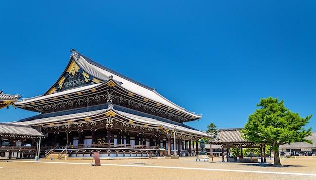 Higashi hongan-ji, a buddhist temple in kyoto, japan