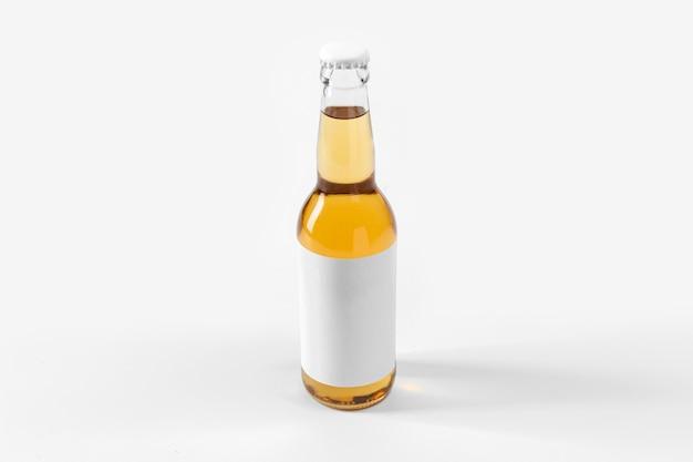 Крепкое алкогольное пиво с пустой этикеткой
