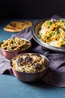 다양한 파키스탄 음식의 높은 각도 배열