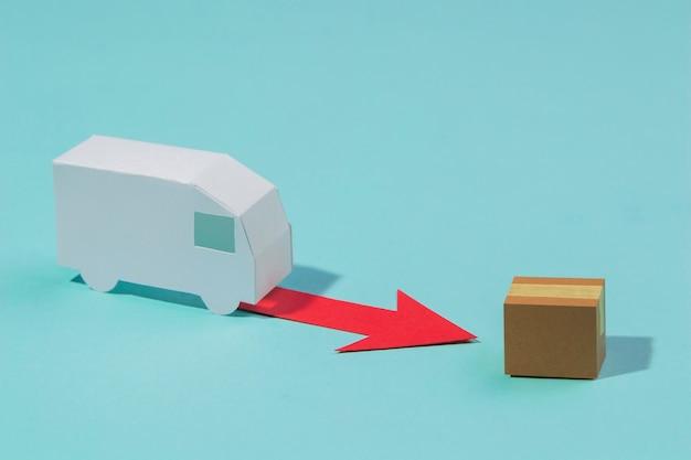 Disposizione ad alto angolo con box e camion