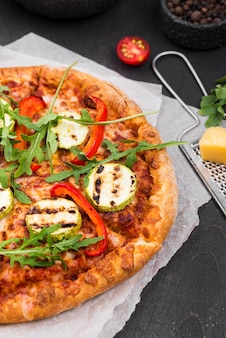 Пицца с рукколой и сыром