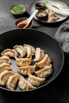 그릇에 높은 각도 아시아 음식