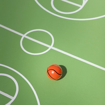 Баскетбольный натюрморт с высоким углом