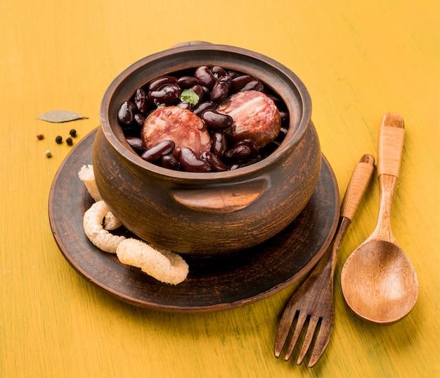 ハイアングル豆とソーセージ料理