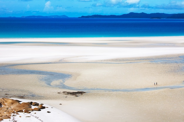 Bella vista dall'alto della spiaggia di whitehaven a hamilton, australia