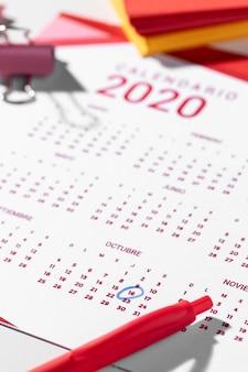 カレンダーのハイアングルバインダークリップ