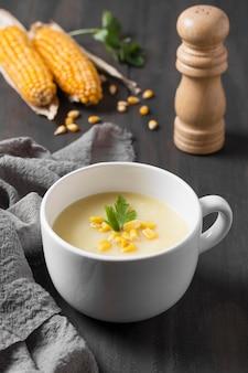 クリームスープのハイアングルボウル