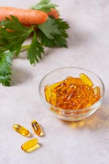 黄色い錠剤のハイアングルボウル