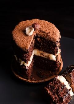 Alto angolo di torta con fetta