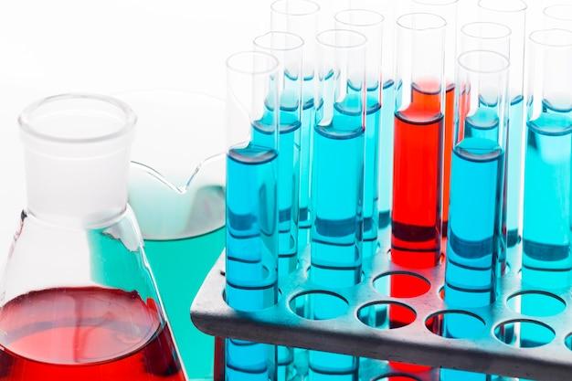 실험실에서 높은 각도의 화학 성분