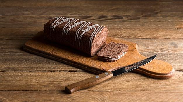 ハイアングルチョコレートロールケーキ