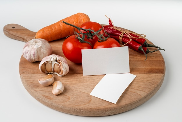 High angle of chopping board with garlic and tomatoes