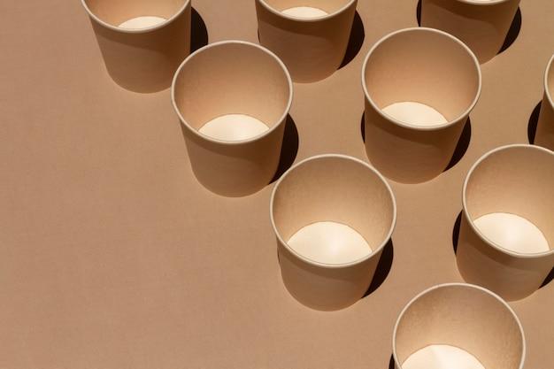 복사 공간이있는 높은 각도의 컵