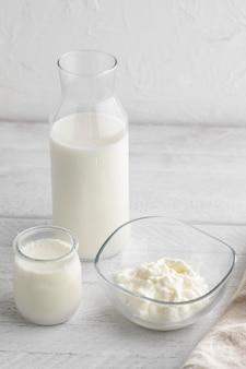 Расположение молочных продуктов под углом