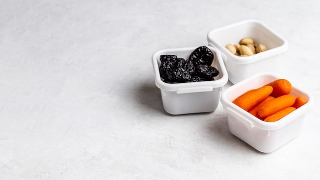 Финики под высоким углом, морковь и семена