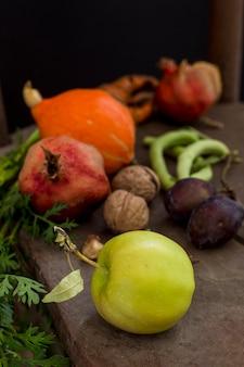 Вкусный осенний урожай под высоким углом