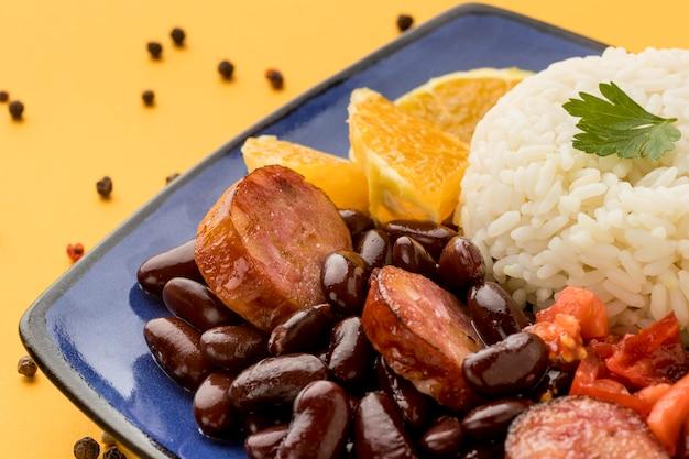 ソーセージとハイアングルのおいしい豆
