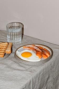 높은 각도 맛있는 아침 식사 구색
