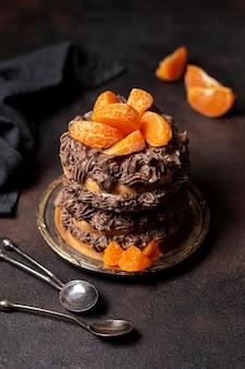 Alto angolo di deliziosa torta al cioccolato concetto