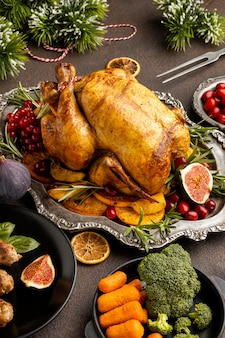 Ассортимент вкусных рождественских блюд под высоким углом