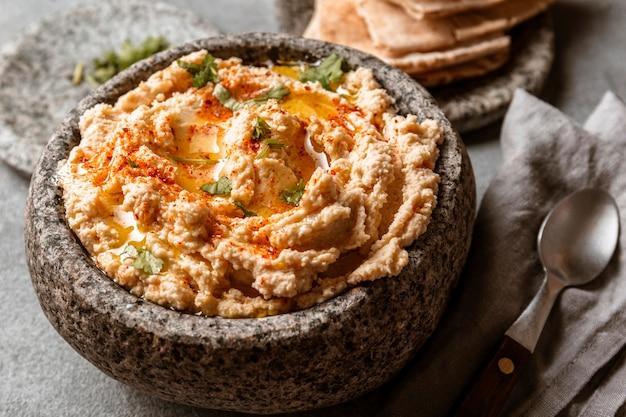 Вкусное еврейское блюдо под высоким углом