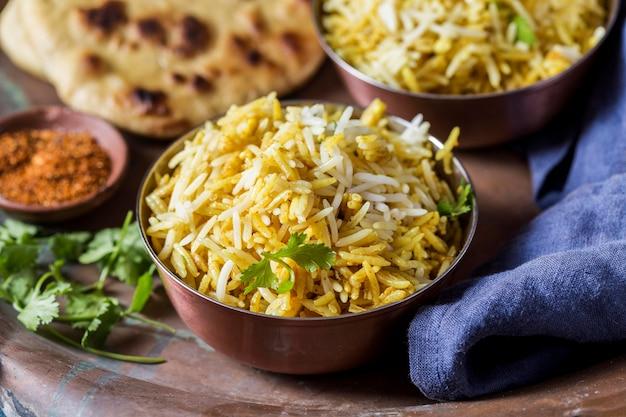 ハイアングルのおいしいパキスタン料理の品揃え